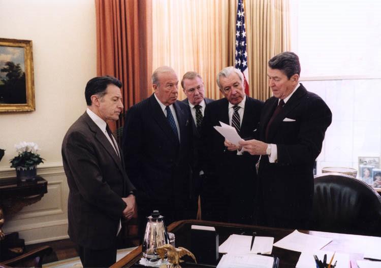 Le Président Ronald Reagan avec ses conseillers dans les années 1980