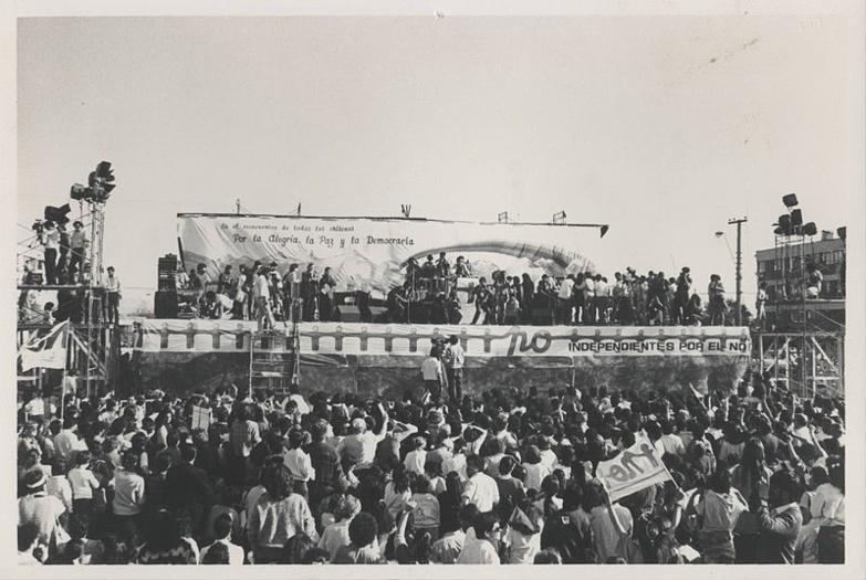 Le groupe Inti Illimani à la campagne pour le référendum au Chili en 1988. Il défendait le « Non » à Augusto Pinochet au pouvoir depuis 1973.