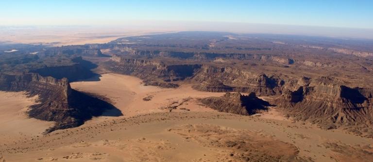 Le relief sahélien (ici entre le Niger et le Tchad) ne facilitera pas la traque des milices islamistes