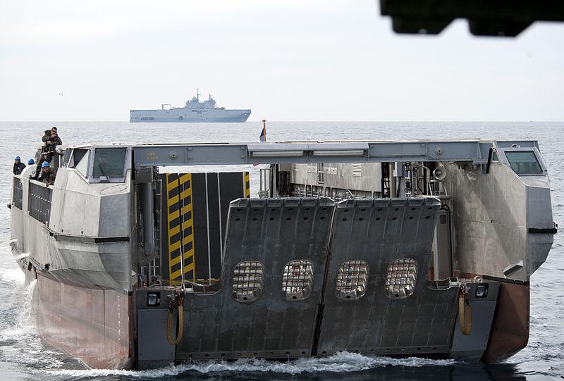 Un EDA-R / L-CAT entrant en radier (crédit US Navy)