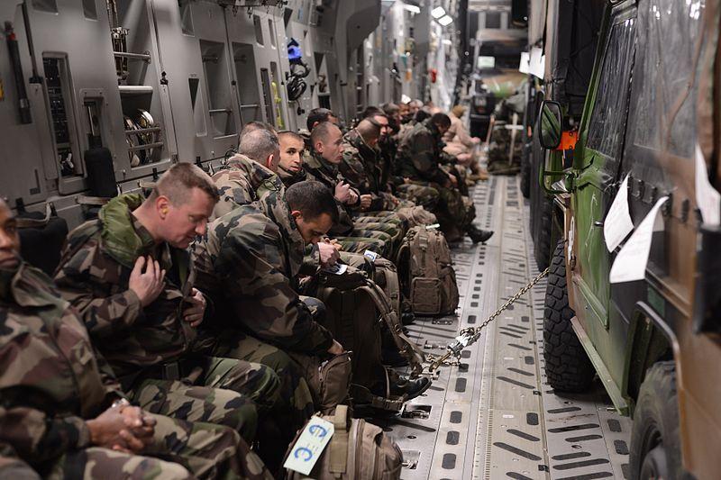 Soldats français en transit vers le Mali (source : US AfriCom)