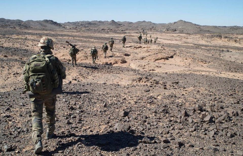 Patrouille française dans le Nord-est du Mali (source : MINDEF/EMA)