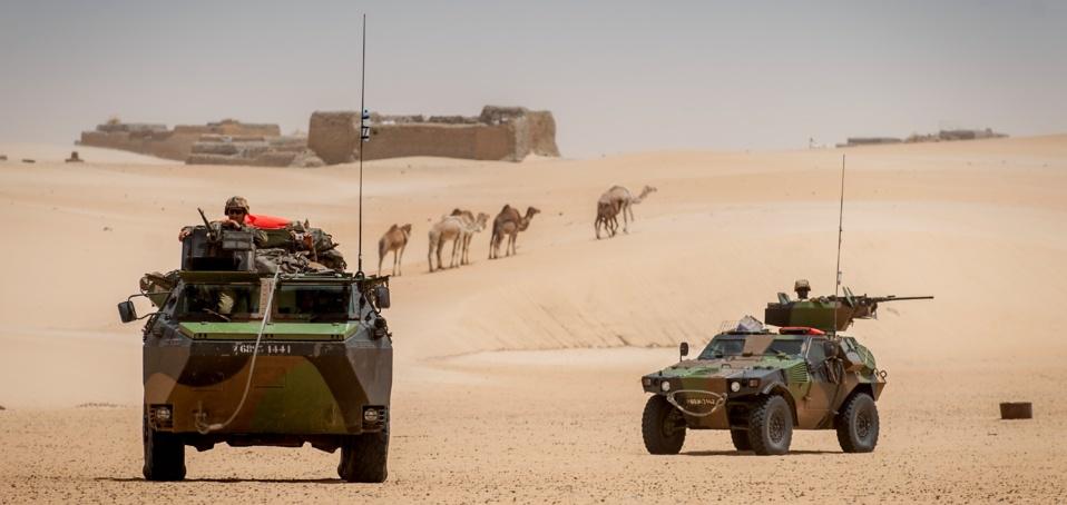 """L'opération Serval va-t-elle être le chant du cygne des opérations extérieures françaises et d'une """"certaine idée de la France"""" dans le monde ? (crédit : ECPAD)"""