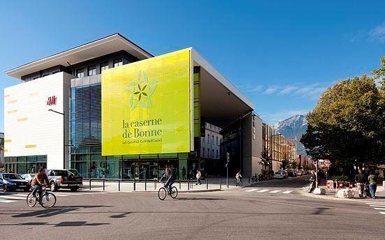 Bâtiment HQE dans l'éco-quartier de Bonne à Grenoble (source: Wikimedia.org)
