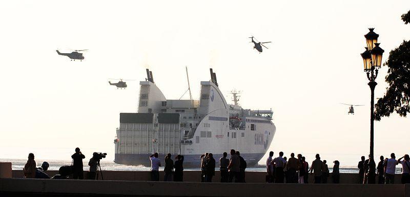 Le GIGN aborde par hélicoptère le ferry de la SNCM, le Pascal Paoli détourné par des syndicalistes corses de la STC en 2005 (crédit Wikimedia.org)