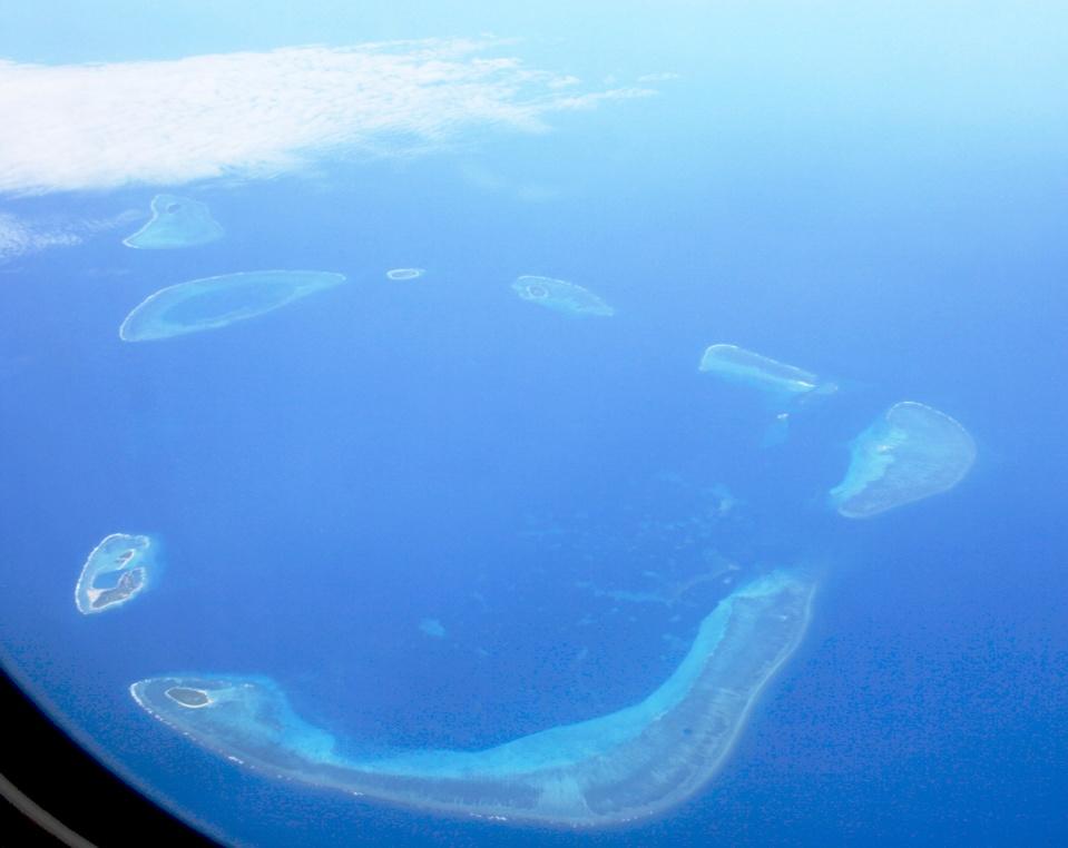 les îles Paracel. Comme les Spratley, il s'agit majoritairement d'atolls coraliens inhabités, mais occupés, souvent illégalement, par des garnisons militaires des différents pays parties prenantes aux conflits de revendications sur cette zone.