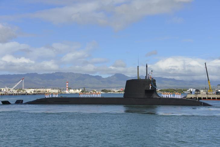 L'Hakuryu (SS-503), troisième sous-marin produit de la classe Soryu, en visite à Pearl Harbor en février 2013 (sous licence Creative Commons)