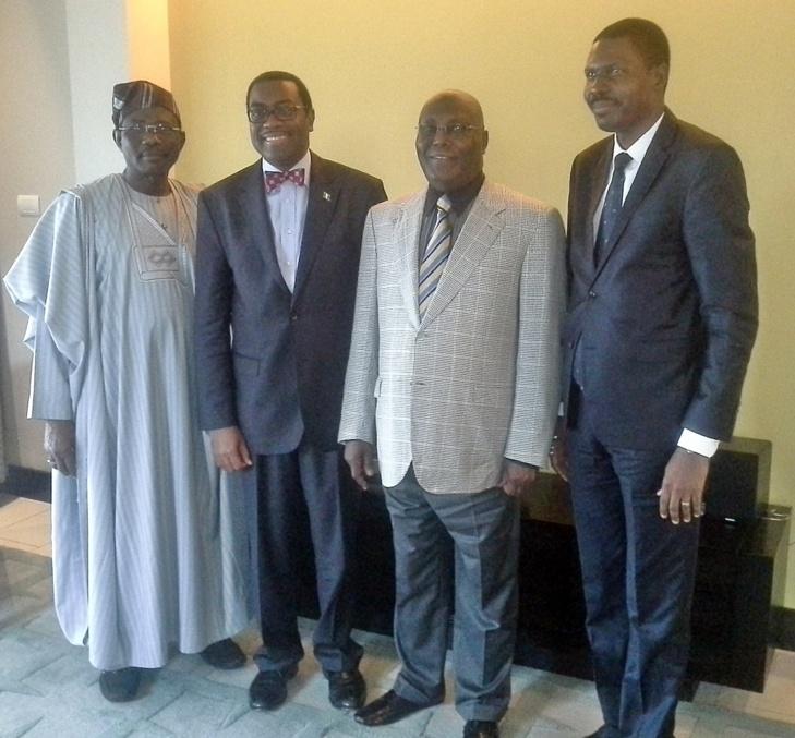 De gauche à droite: Sénateur Obende Domingo (Nigeria),  Akinwumi Adesina (Pdt de la BAD), Atiku Abubakar (Ancien Vice - président du Nigéria) et Daniel Edah, candidat à l'élection présidentielle 2016 au Bénin
