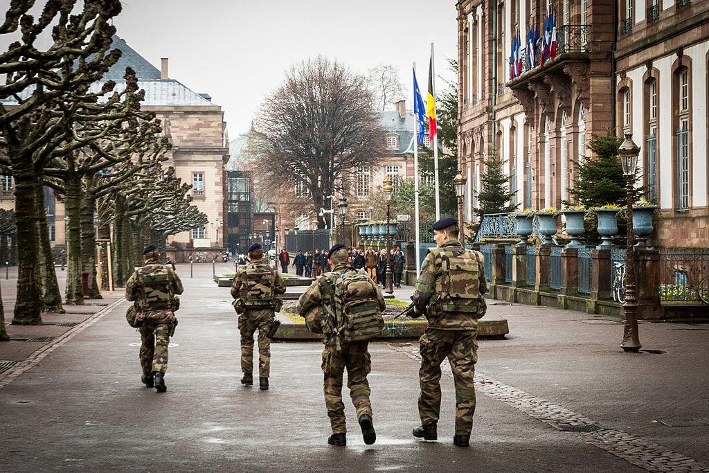 L'armée va prêter main forte aux forces de l'ordre pour faire respecter le confinement