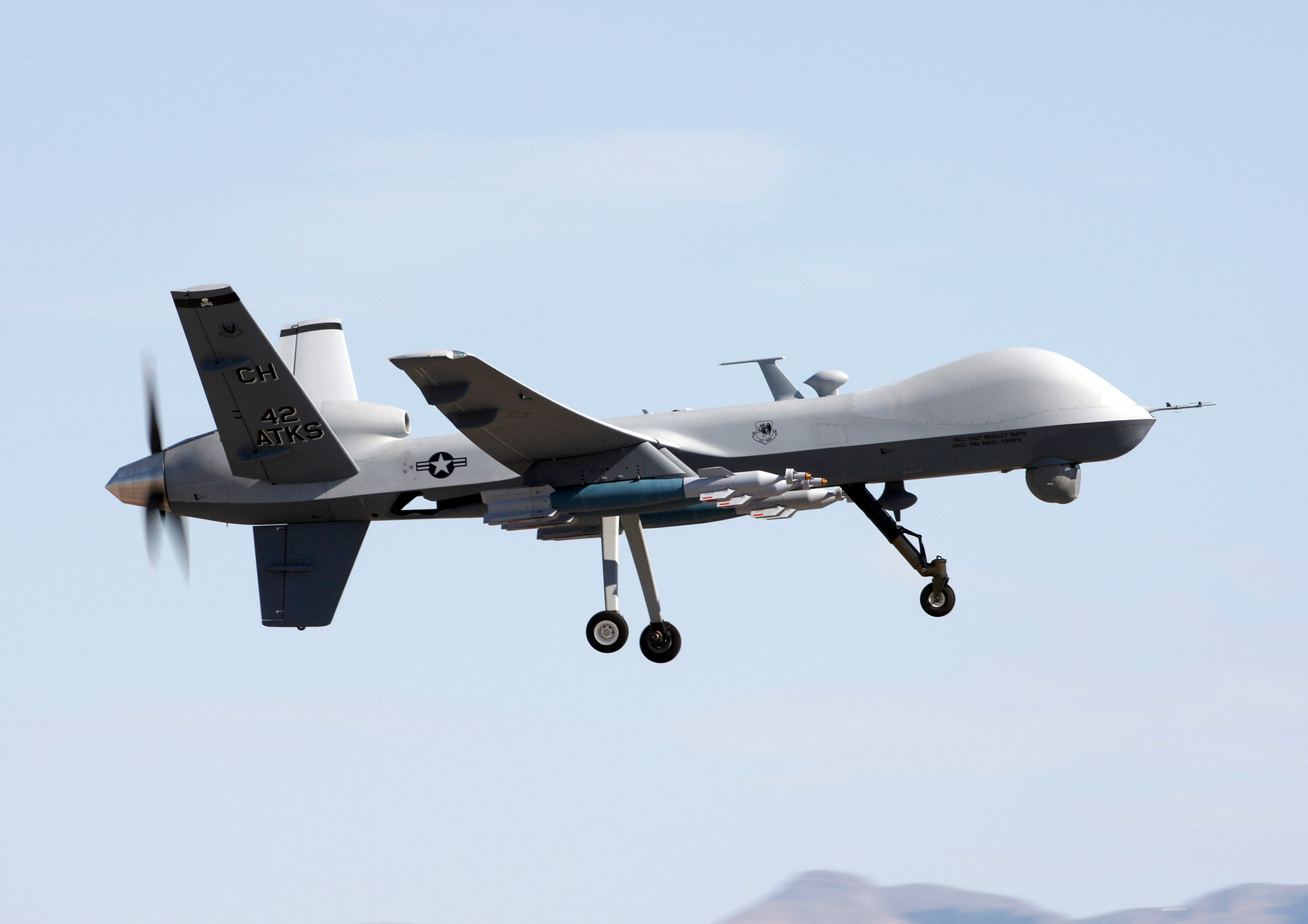 MQ-9 Reaper flies above Creech Air Force Base (Crédit : USAF)