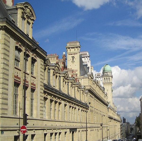 Paris La Sorbonne (crédit : Thierry Bezecourt)